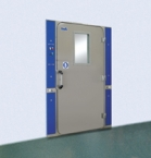 Usa de securitate pentru camera de decontaminare